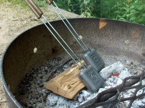 cast-iron-campfire-square-sandwich-pie-iron-for-grilled-cheese